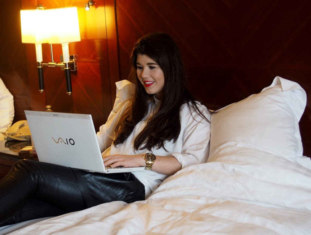 Fashionista Chloe blogging in Marriott Hotel room at Leidseplein Amsterdam