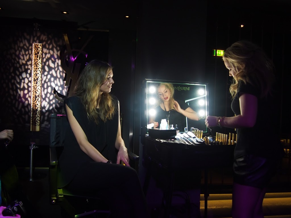 Make-up advice at YSL X Fashiolista event by Christa Meuleman