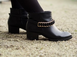 Nelly Trend Buckle boots with gold details