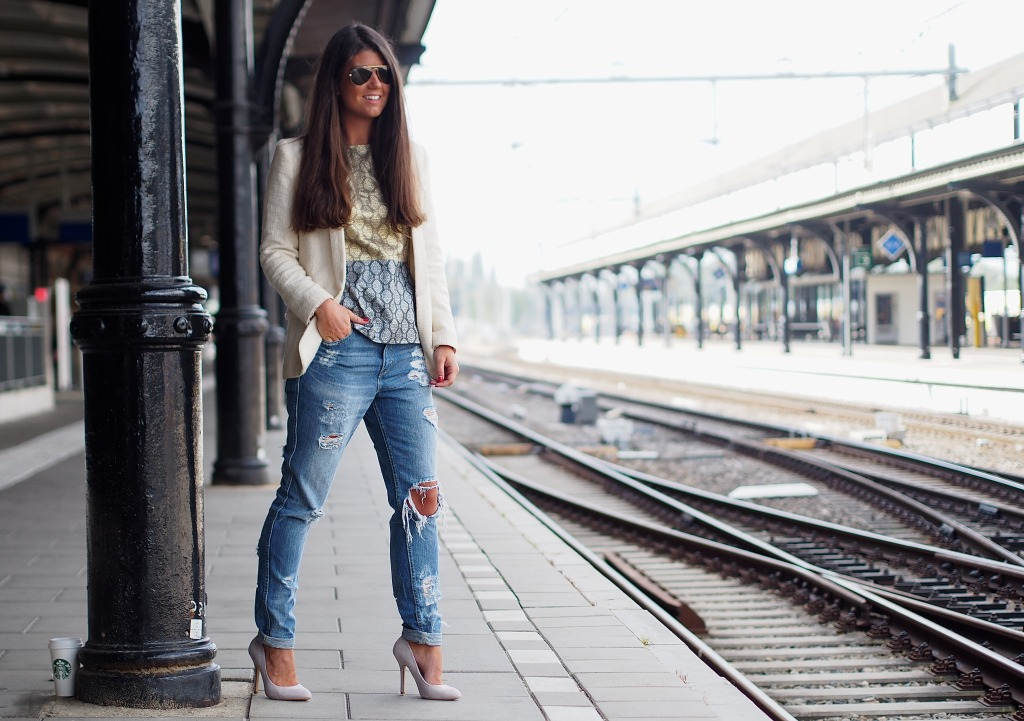 Fashionista Chloe OOTD Stella McCartney top and Levi's jeans