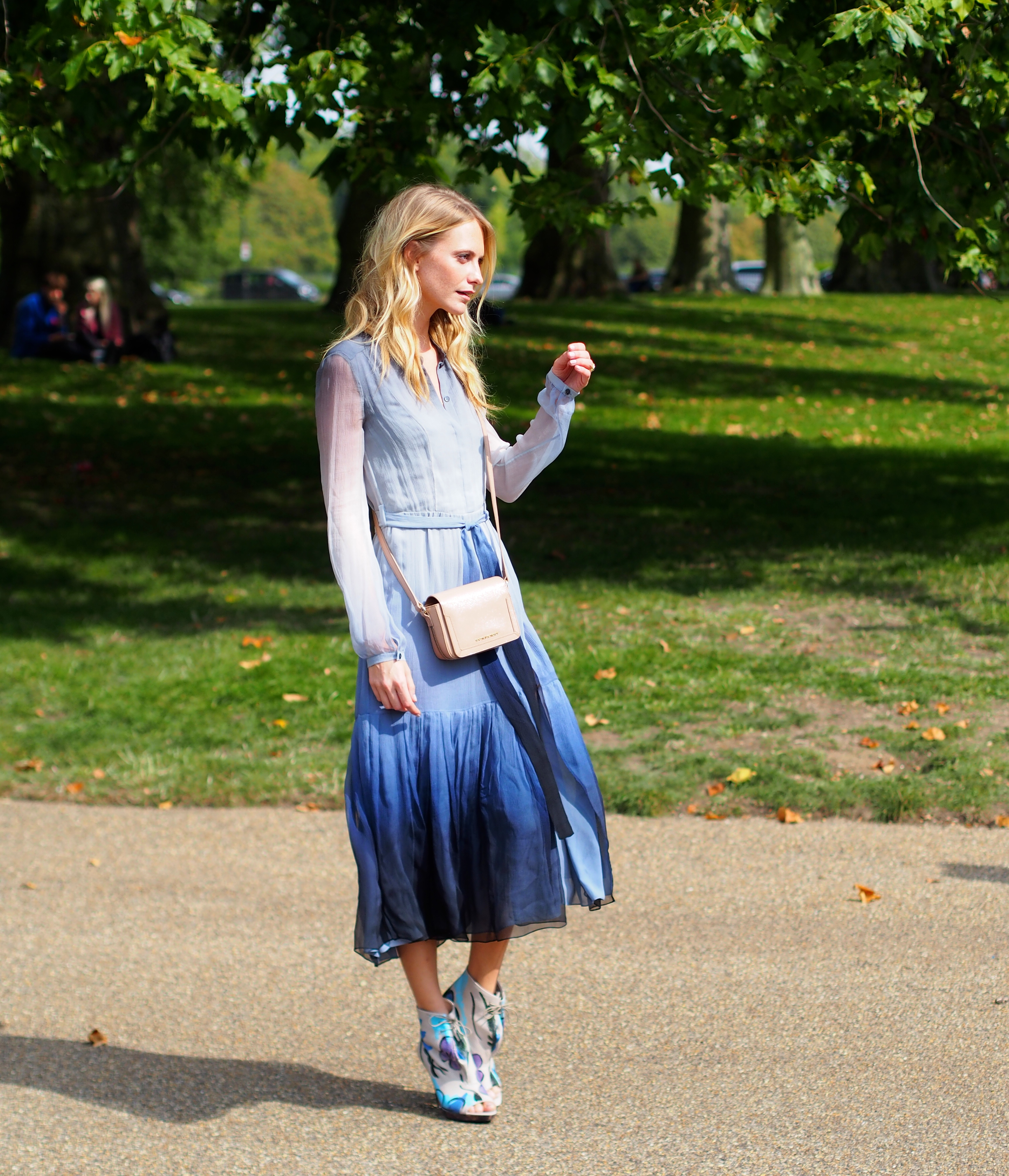 Poppy Delevingne London Fashionweek Streetstyle after Burberry
