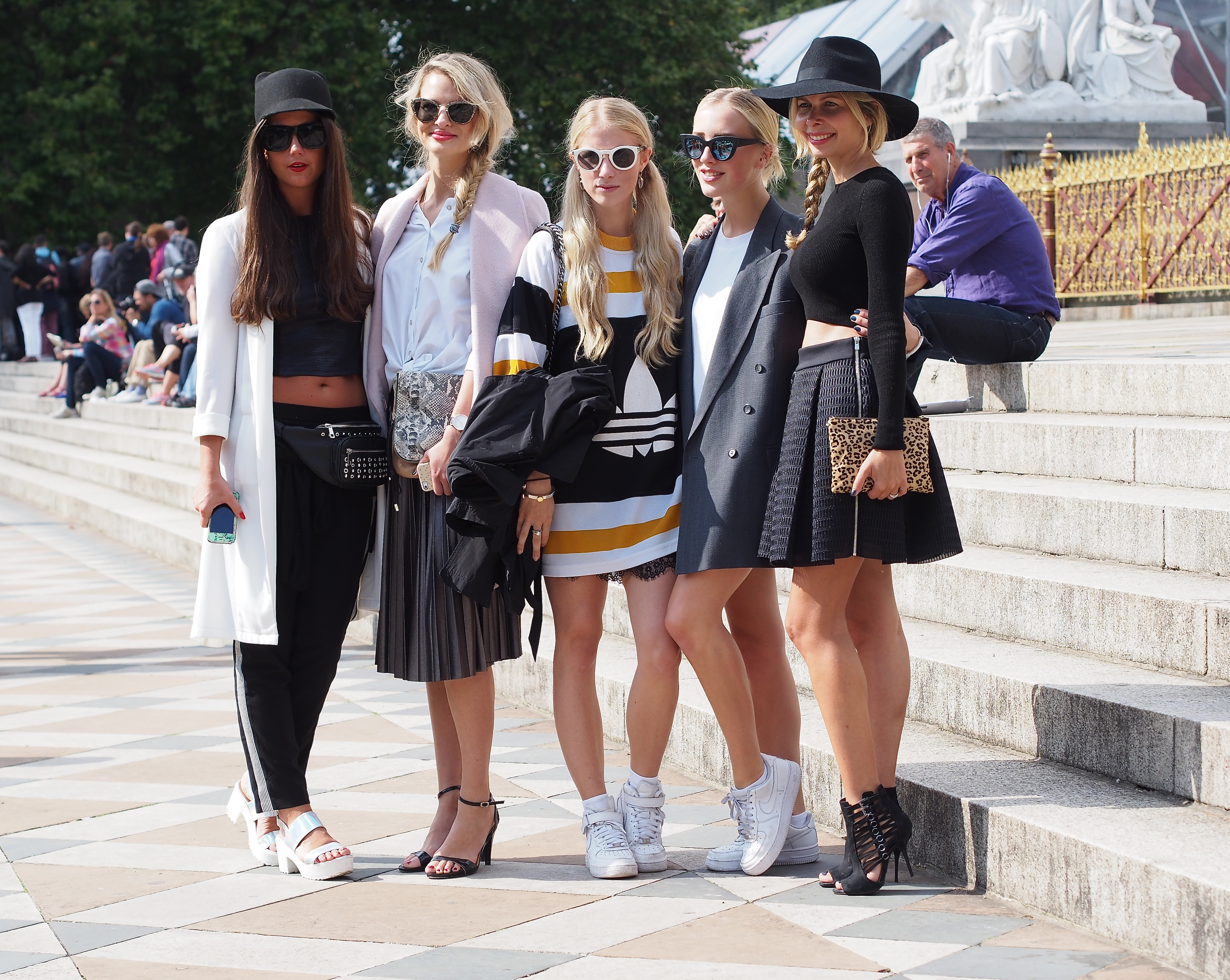 together with Chrissa Bella,Laura Tonder, Sarah Mikaela and Arianna Trapani after the Burberry show at London Fashionweek""