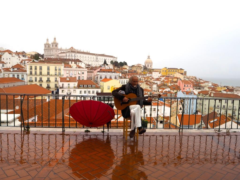 Lissabon trams Olympus PEN Generation Citytrip bij view oude stad Lissabon