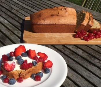FOODIE WEDNESDAY: Amandel Pistache Cake