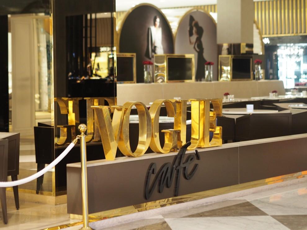 Vogue Cafe at Dubai Mall Dubai Meeting Point Dubai sunweb Citytrip things to do in Dubai