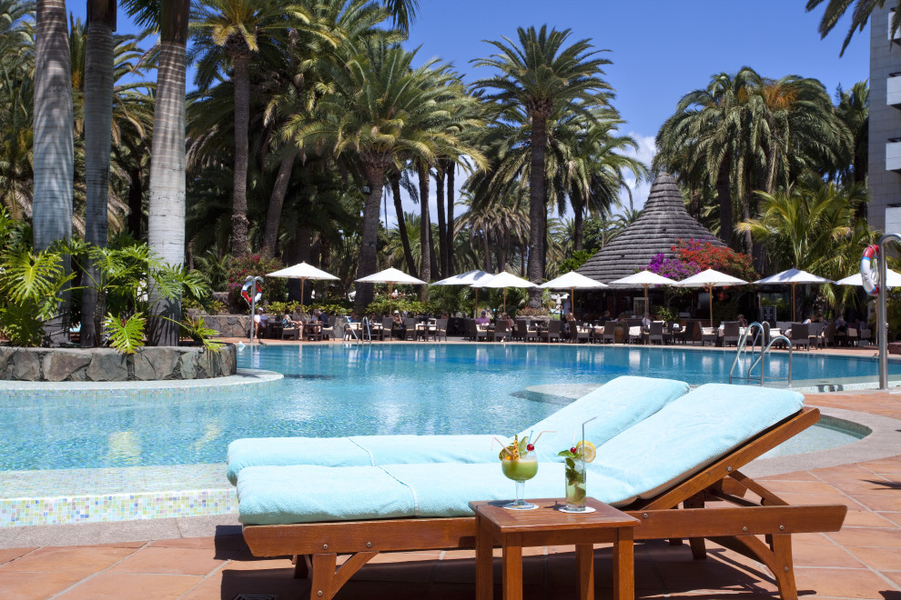 RELAXING ON GRAN CANARIA TRAVEL BLOG SEA SIDE PALM BEACH MASPALOMAS