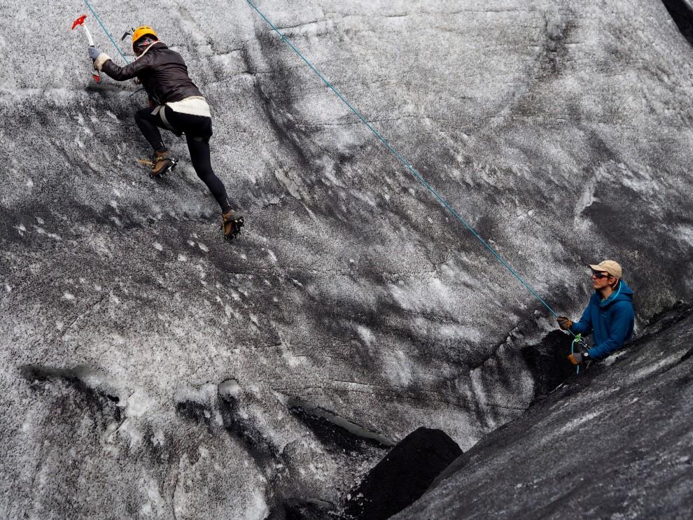 iceland travel ice climbing fashionblog hicking glacier