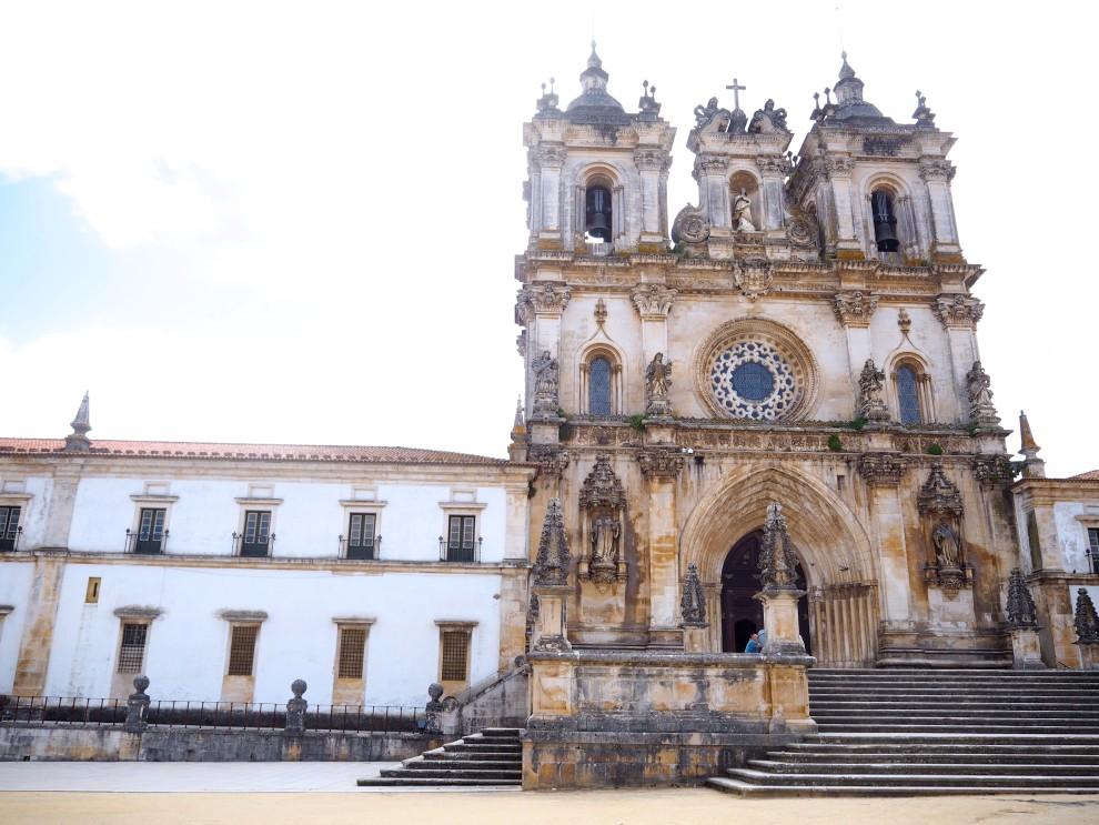 PORTUGAL ROADTRIP Alcobaça - Óbidos FASHIONBLOG LUZ HOUSES