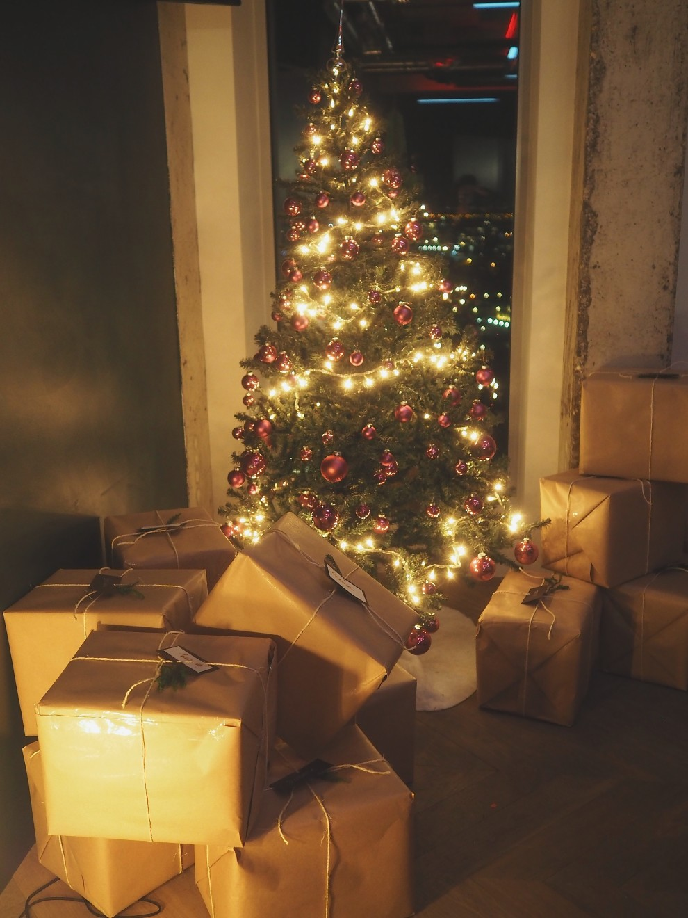 RIVER ISLAND CHRISTMAS + UNBOXING OOTD ADAM TOREN