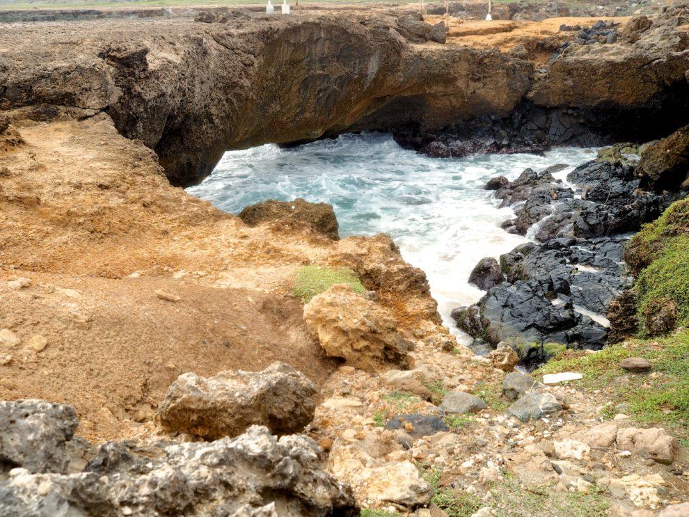 OP VAKANTIE NAAR ARUBA IN DE WINTER noord kust van Aruba natural bridge