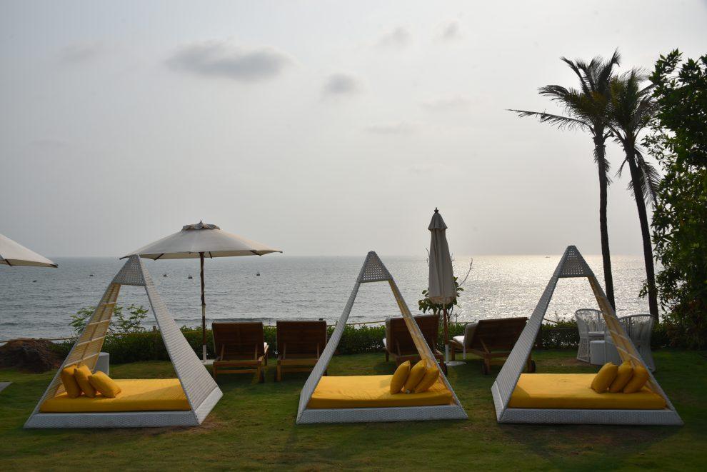 Een vakantie naar Goa, Noord India - W Goa resort op Vagator Beach India Rock Pool