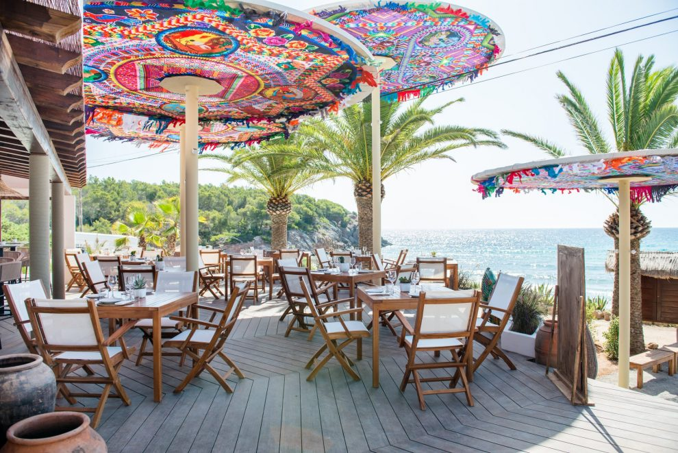 Aiyanna Ibiza nieuwste hotspot in 2018 Op vakantie in Ibiza, lunchen op het strand