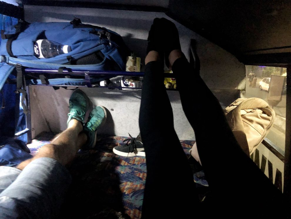 Zo zijn Indiase nachtbussen - nachtbus van Hampi naar Goa