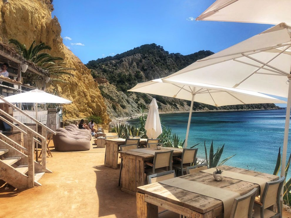 Cala Llonga, Amante Beach, lunchen op Ibiza vakantie op Ibiza tips