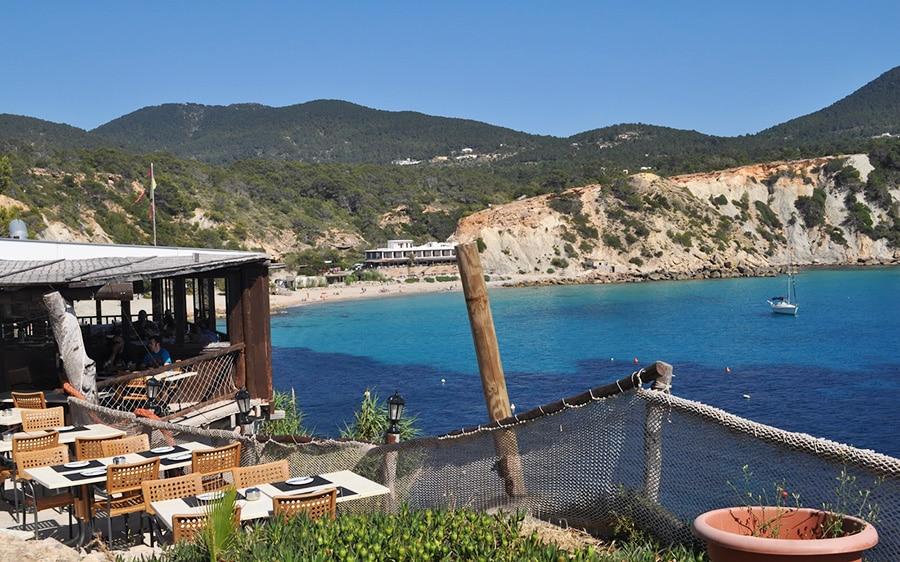 Cala d'Hort, Es Boldado eten met uitzicht op Es Vedra vakantie op Ibiza tips