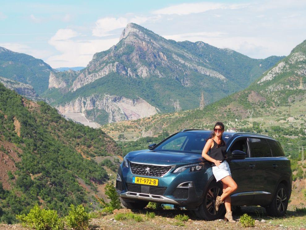 Rondreis door Noord Albanie - Peugeot 5008 - Lake Komani
