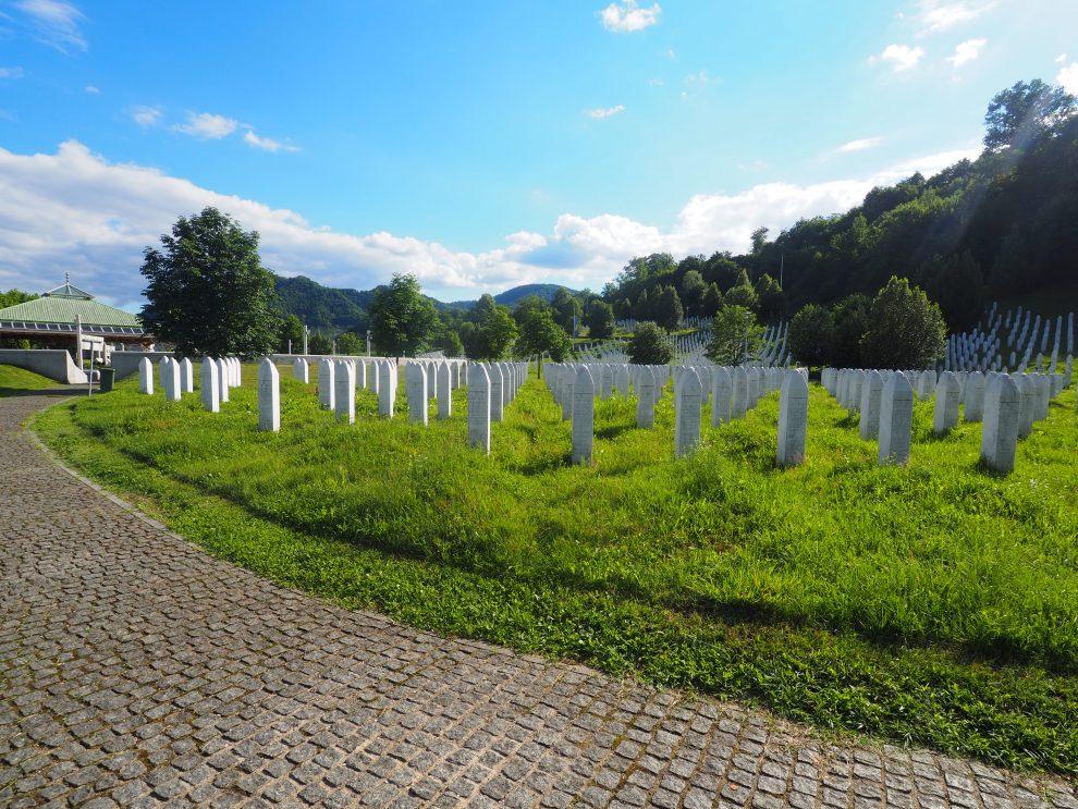 Een bezoek aan Srebrenica herdenkingscentrum Genocide Memorial inPotočari