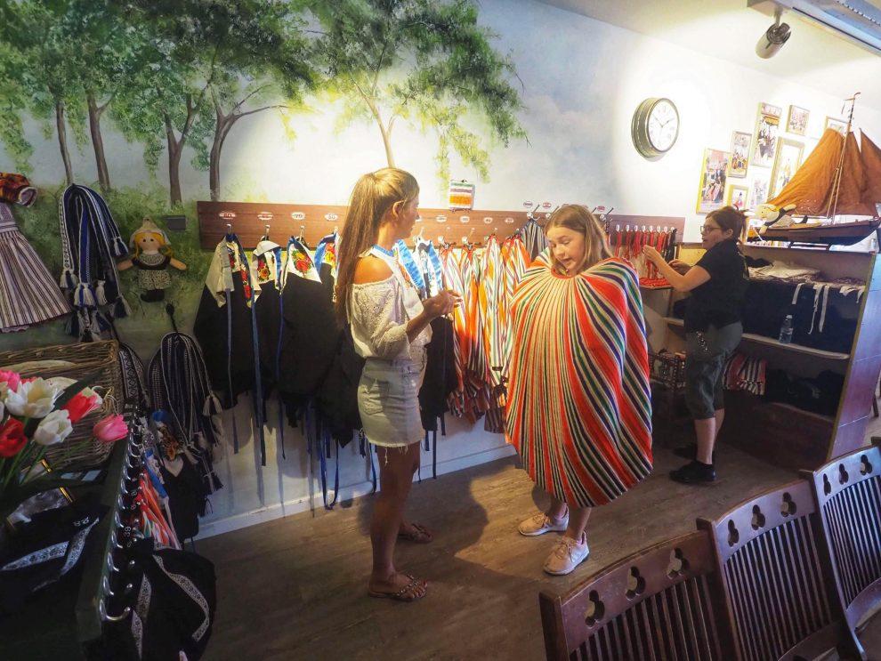 Dagje Volendam en Marken - Experience Volendam - foto maken in klederdracht Volendam