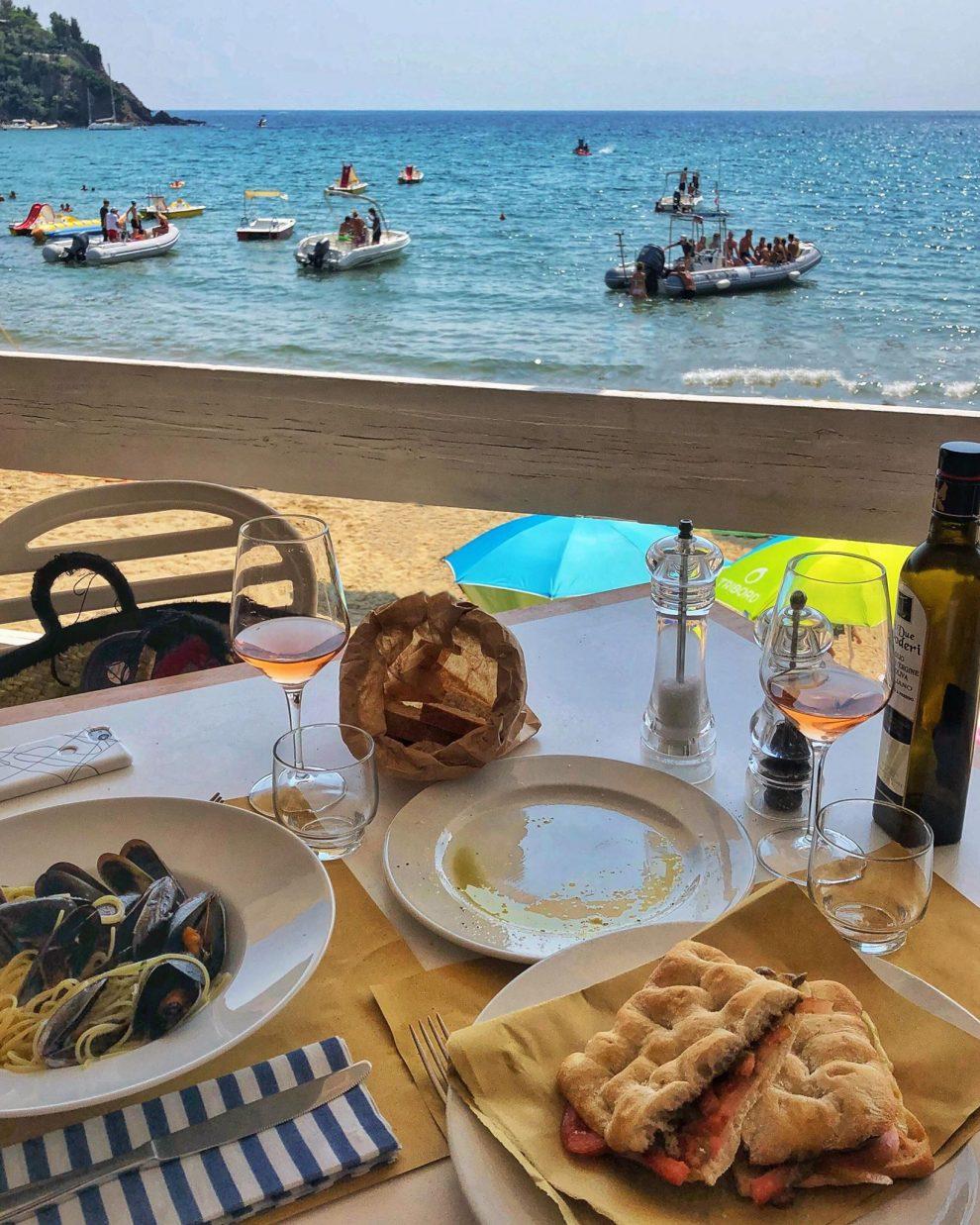 Lacona beach, Elba, Italie. glamping op Elba, lunch bij Ristorante Aguglia
