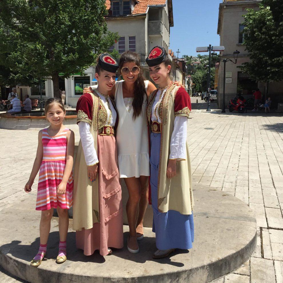 bezoek aan Citrinje, kledingdracht in Montenegro. Roadtrip Montenegro