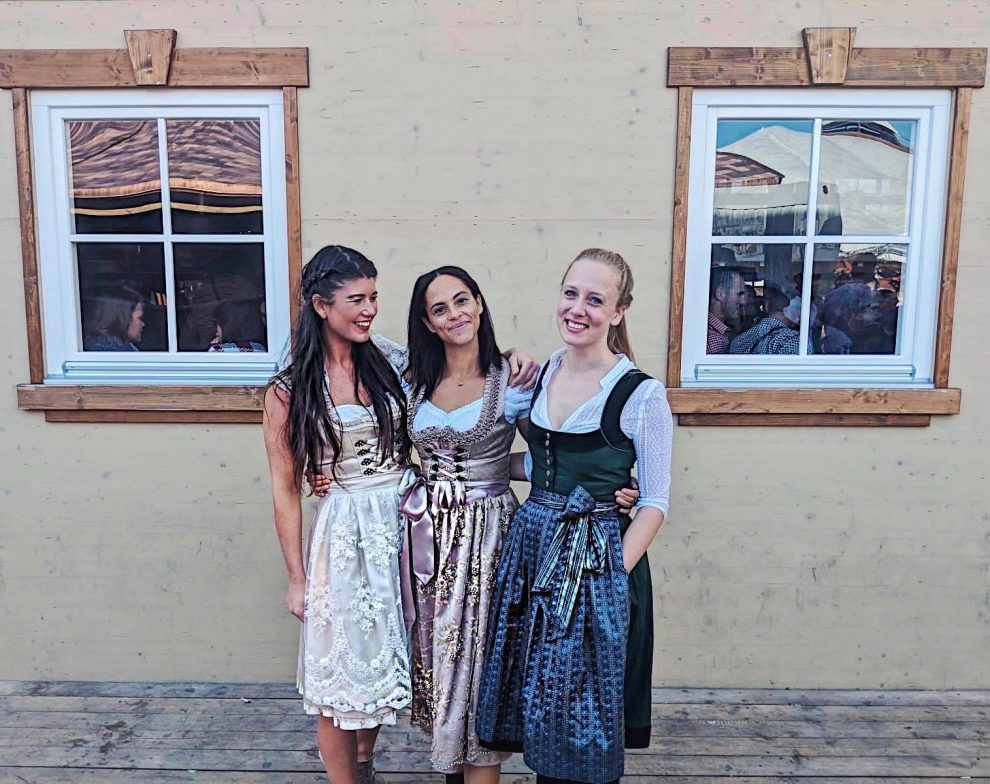 Oktoberfest München. Chloe Sterk samen met Les Berlinettes en The Goldenbun
