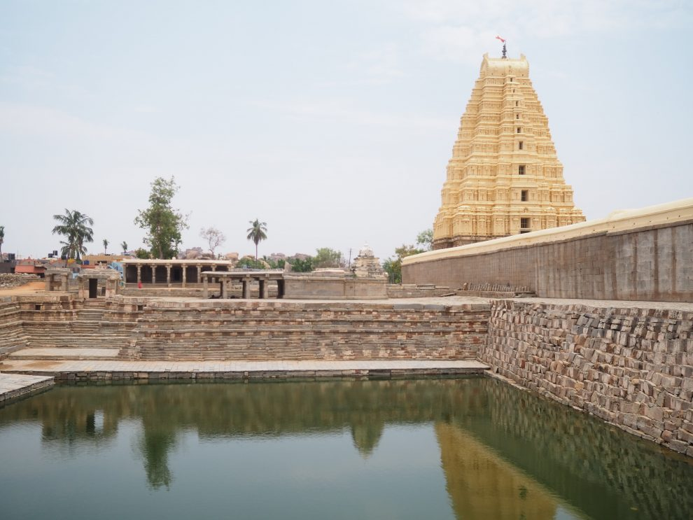 Reizen naar Hampi, Virupaksha Temple, Hampi Bazaar, Manmatha Tank, travel guide to Hampi India
