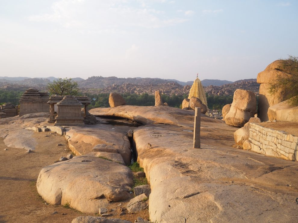 Reizen naar Hampi,Hemakuta Hill Temple, travel guide to Hampi India