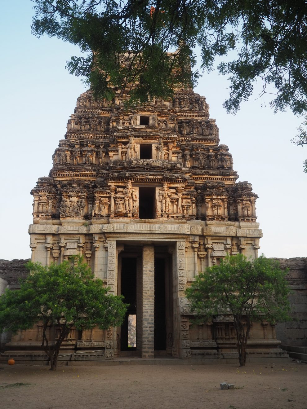 Reizen naar Hampi, Malyavanta Raghunatha temple, travel guide to Hampi India