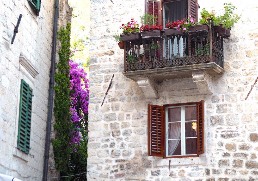 Kotor staat op de UNESCO werelderfgoed lijst en is de plek in Montenegro. Je mag deze dan ook niet overslaan tijdens een roadtrip door Montenegro