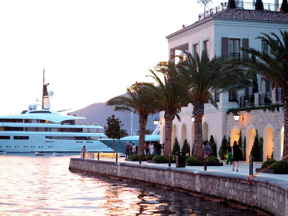 Porto Montenegro, het Monaco van de Balkan met luxe winkels en mega jachten. een roadtrip door Montenegro