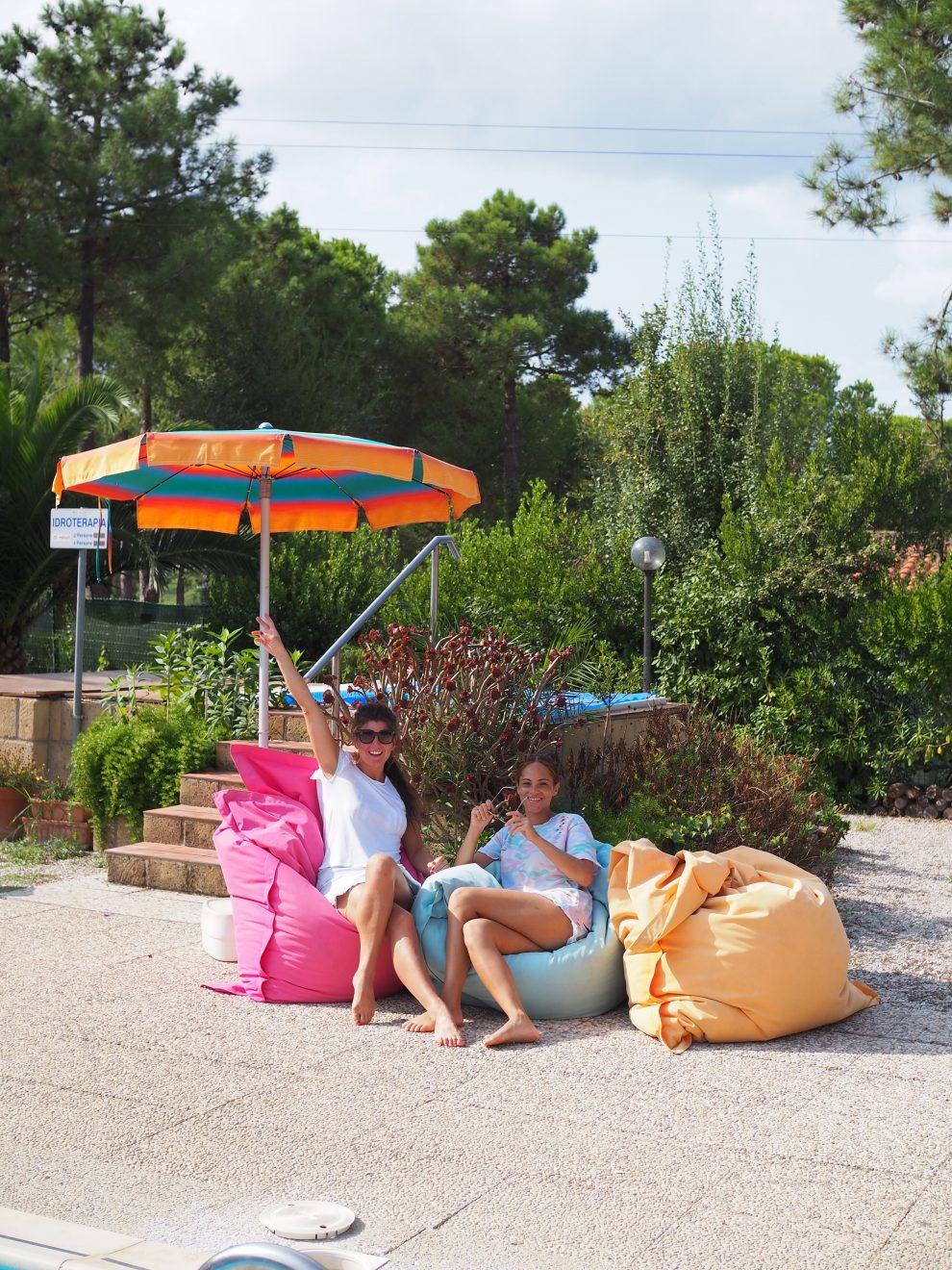 Lacona beach, Elba, Italie. glamping op Elba, zwembad camping Casa Dei Prati Chloe Sterk en Amandine Hach