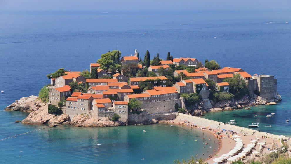 Een bezoek aan luxe eiland Sveti Stefan in Montenegro. Roadtrip Montenegro