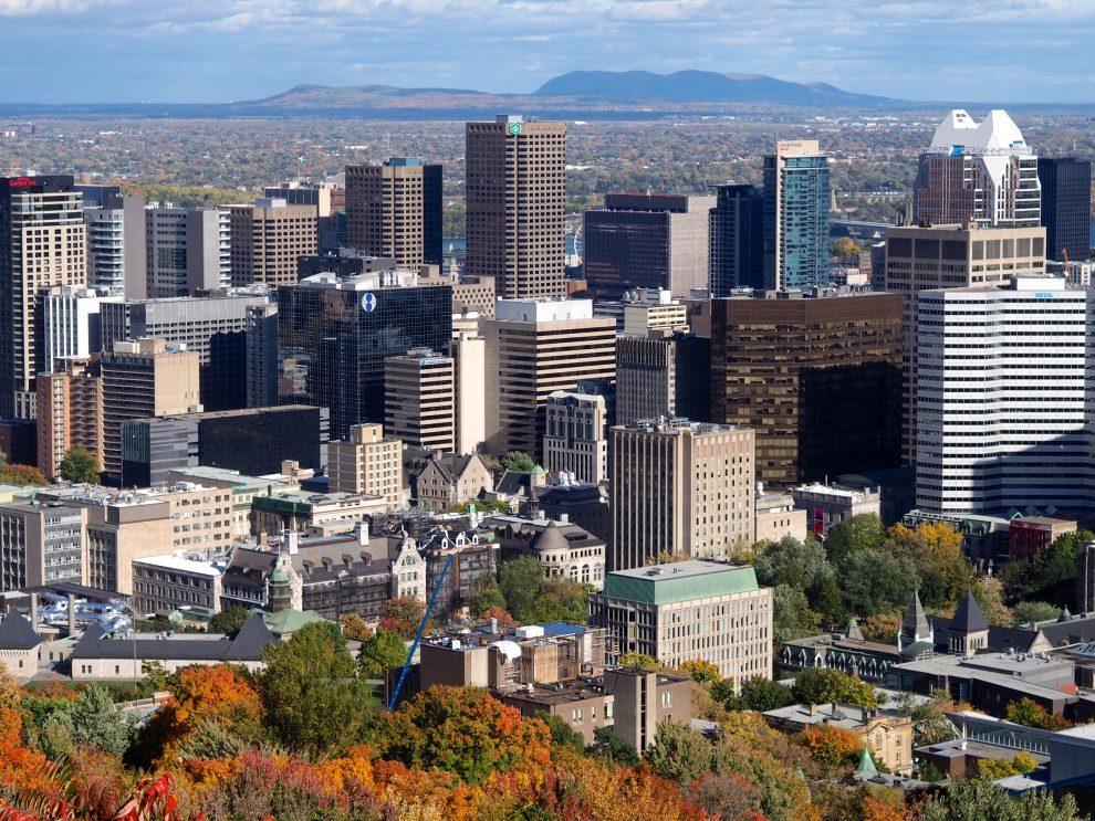 Oost Canada roadtrip. De mooiste route van Montréal naar Toronto. Skyline Montréal Mont Royal