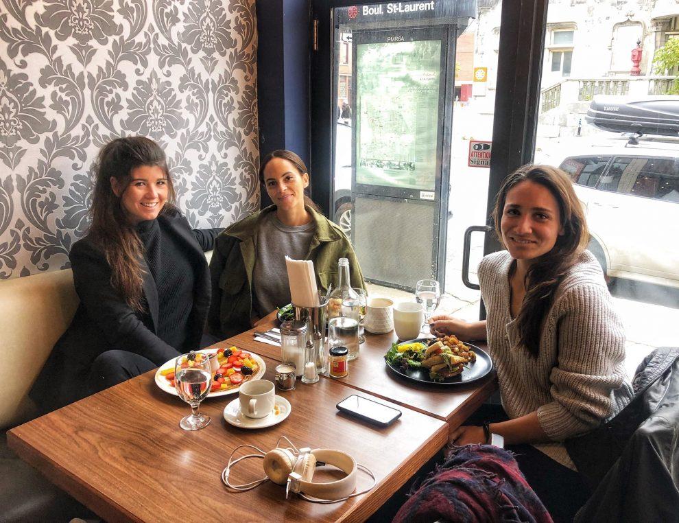 citytrip Montréal Canada de leukste bezienswaardigheden Brunchen in Mile End met Amandine Hach en Camille