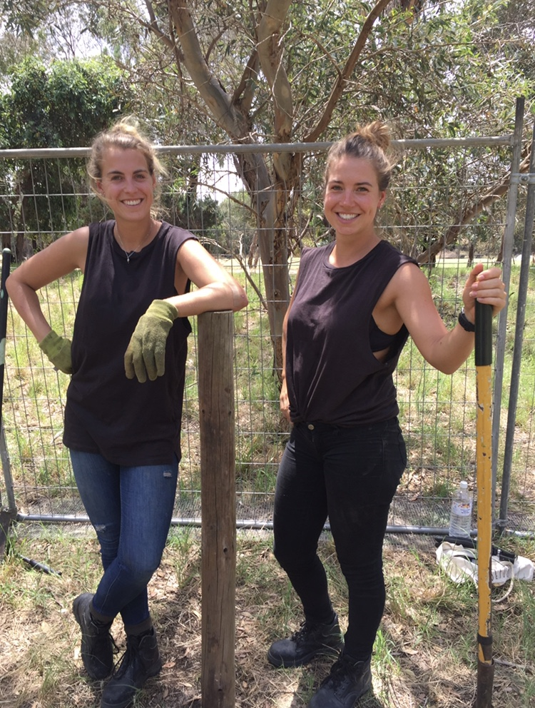 Werken in Australië Nina en Maris farmwork in de outback van Australië