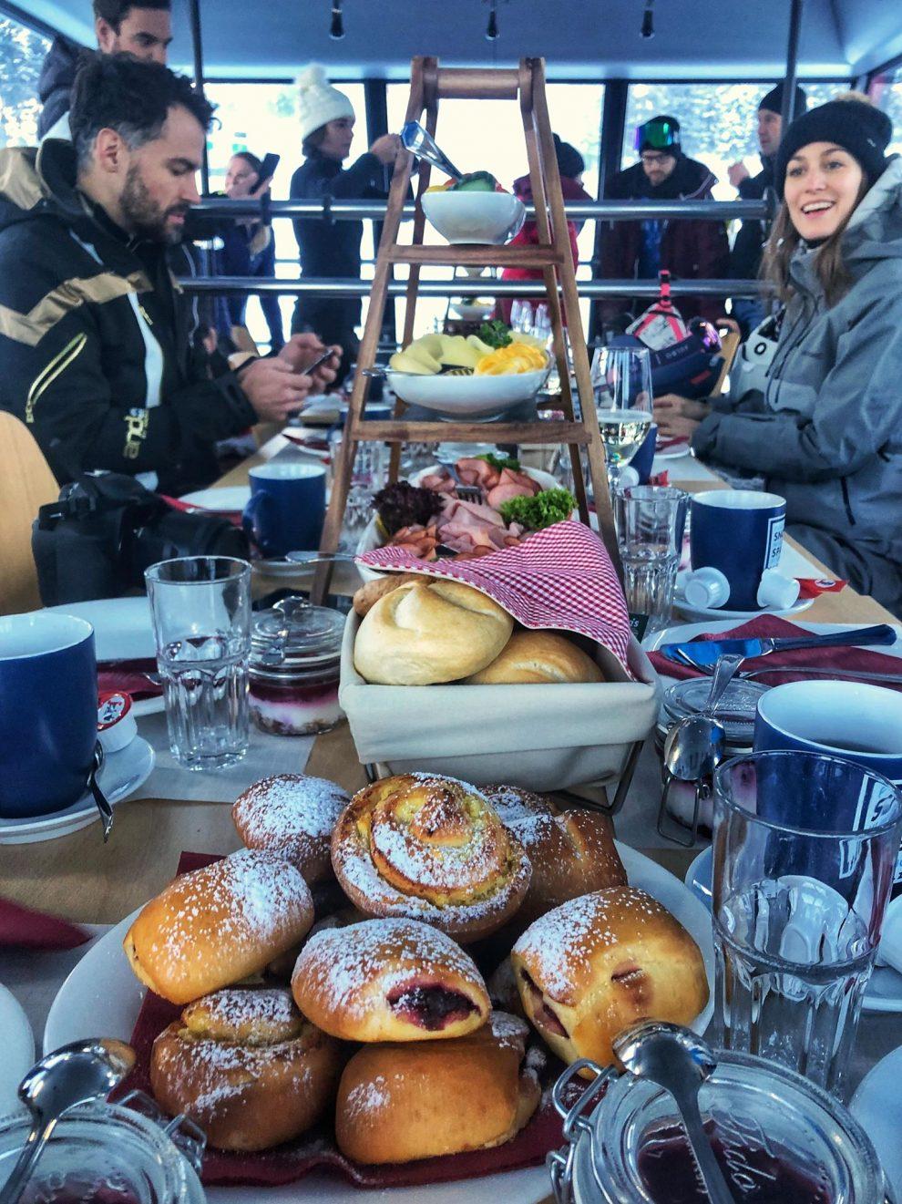 Ski Amadé Made My Day; Ontbijten in de G-Link gondel. ski vakantie Oostenrijk, ski amade Salzburger Sportwelt