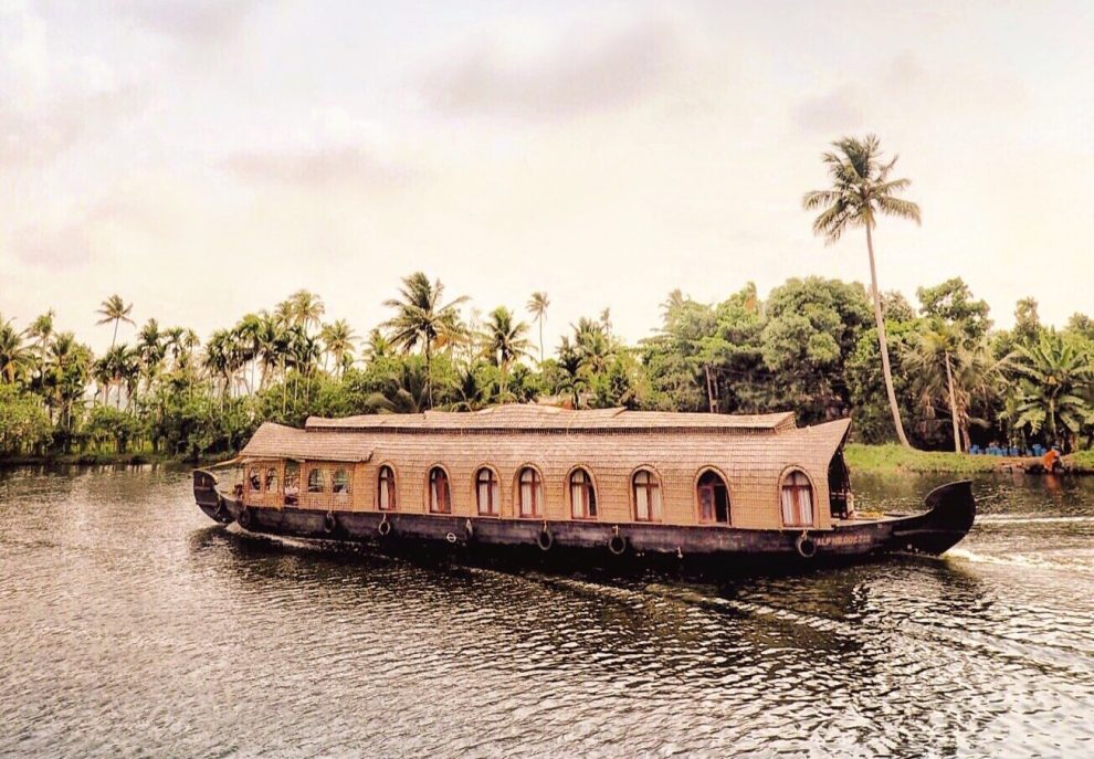 15 hoogtepunten voor een reis naar India houseboat tour over de Kerala backwaters