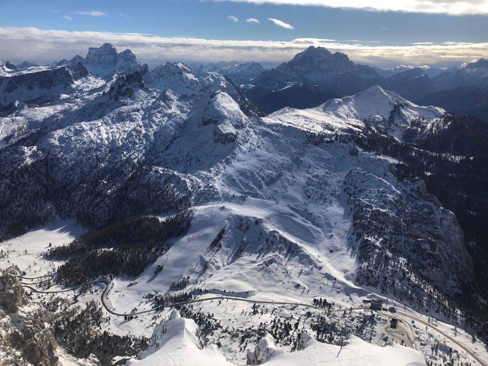 Dolomiti Superski; wintersport in de Italiaanse Dolomieten - uitzicht vanaf mountain Lagazuoi
