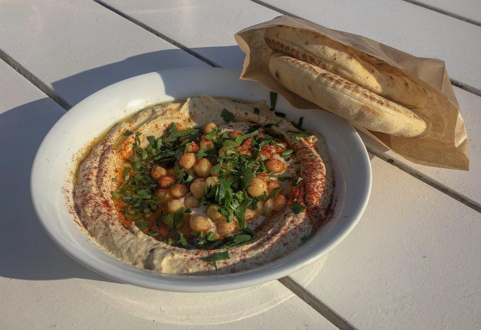 Citytrip Tel Aviv. De stranden van Tel Aviv. Hummus bij Calypso beach