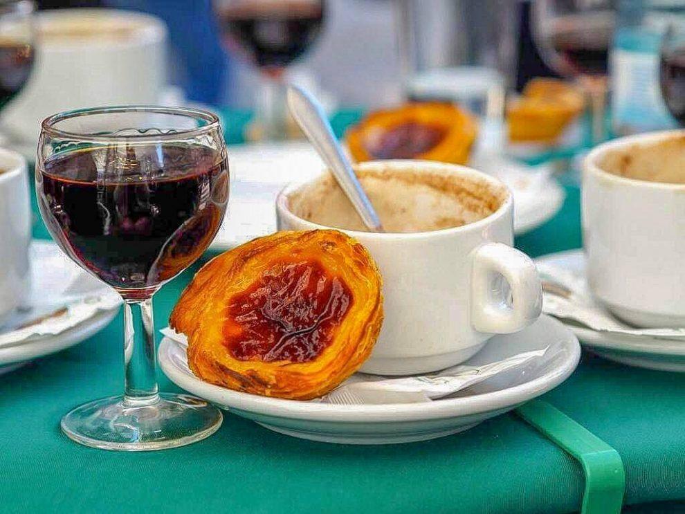 Citytrip Lissabon + Alentejo. Dit is de beste road trip route voor een week. Portugal. Pastéis de Nata eten