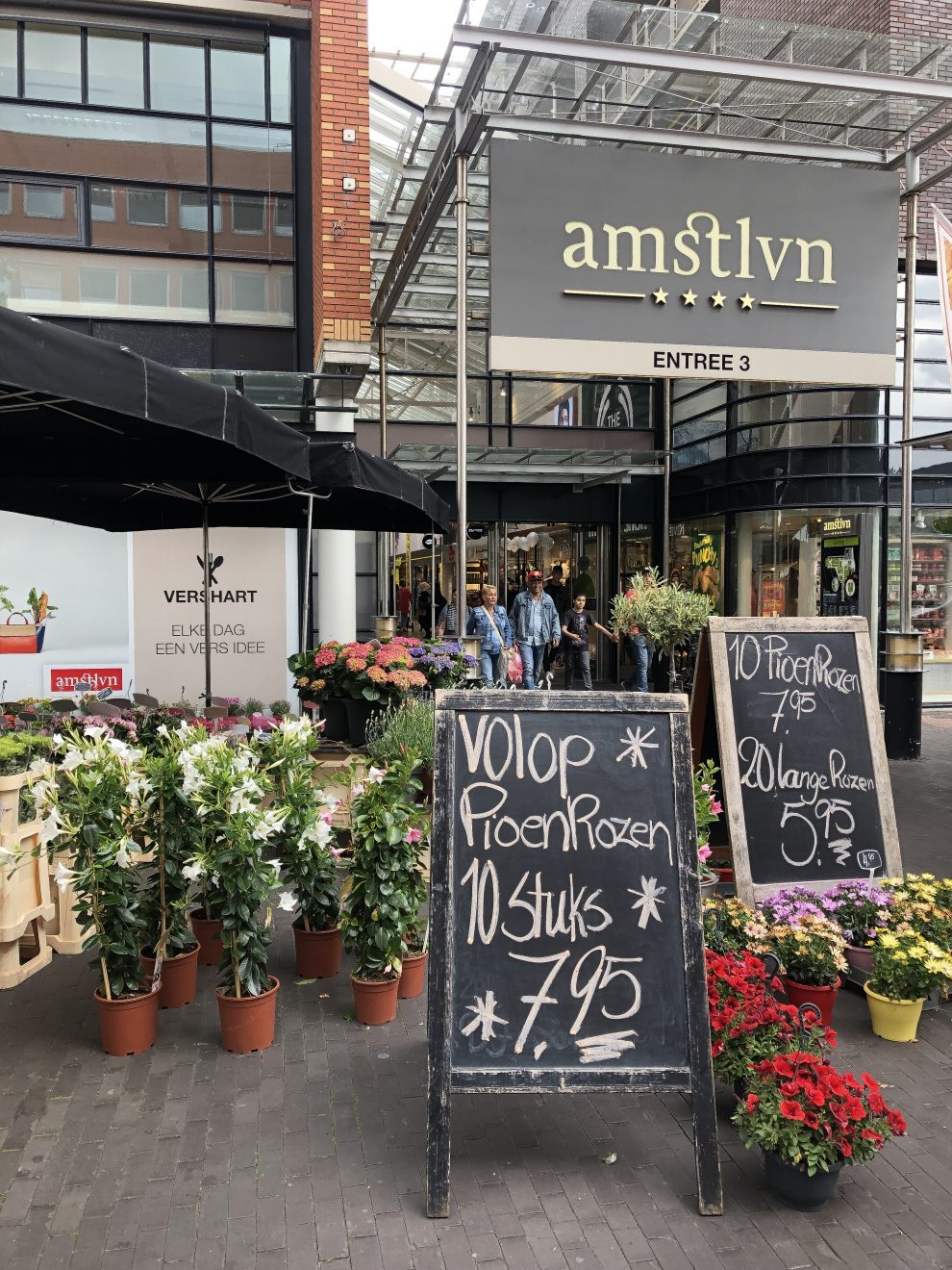 Dagje weg naar Amstelveen. Shoppen Amsterdam, stadshart Amstelveen NA-KD winkel