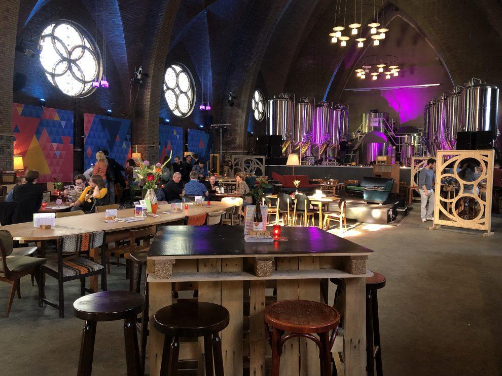 Dagje weg naar Amstelveen. Bier proeven in een kerk Amstelveen ANNA. Naeckte Brouwers