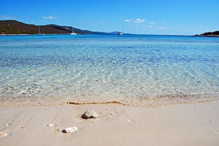 Rondreis Kroatië. vakantie naar Kroatie. Bezienswaardigheden Zadar. Het mooiste strand van Zadar is hetSaharun strand