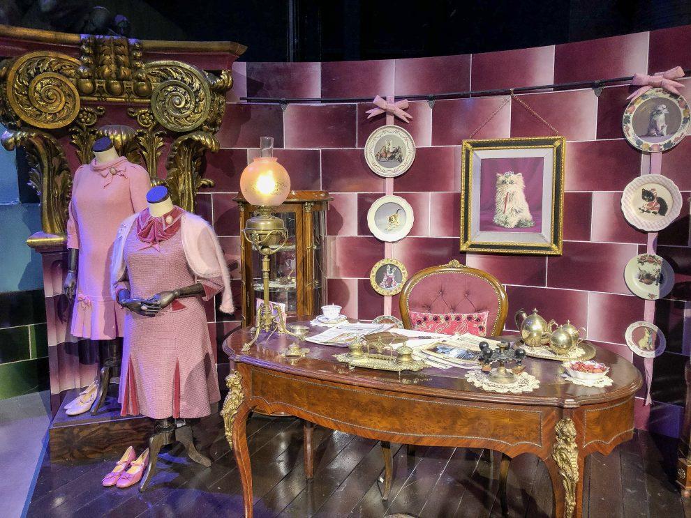 bezoek aan de Harry Potter Studio Tour in London. Dit de beste tips voor een dagtrip vanuit Londen. kantoor van Dorothea Omber, lerares Verweer tegen de Zwarte Kunsten
