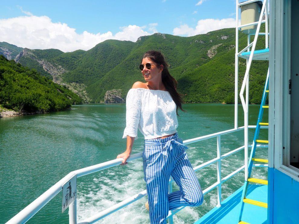 Balkan roadtrip - 3weekse reisroute - Kamperen in Bosnie & Herzegovina - Komani Lake ferry to Fierze rondreis door Albanie