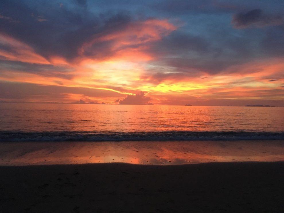 hoogtepunten van Zuid Thailand - de mooiste dingen om te doen en bezienswaardigheden voor een rondreis - Monkey beach Koh Phi Phi