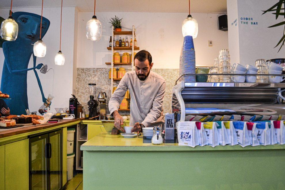 Koffiebars in Amsterdam. de beste koffie koffiebar van Amsterdam Oost. koffietent Rum Baba