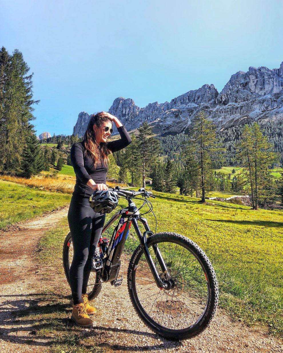 Vakantie naar Zuid Tirol, Dolomieten in de zomer - Rosengartengruppe -  mountainbiken in Dolomieten