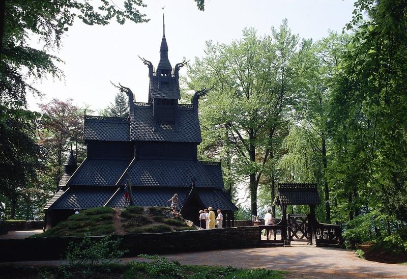 Zuid-Noorwegen rondreis. bezienswaardigheden & tips! Stedentrip Bergen tips  - staafkerk van Fantoft