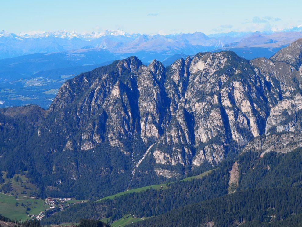 Vakantie naar Zuid Tirol, Dolomieten in de zomer - Rosengartengruppe -  Vajolet Towers - how to reach Vajolet hut and Rifugio Re Alberto